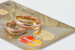 Wedding rings and  mastercard gold Stock Images