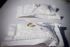 Free Wedding Rings On Pillow Stock Photography - 56991572
