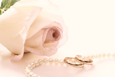 Wedding rings, pearl beads and rose Royalty Free Stock Image
