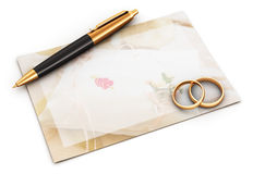 Wedding rings, pen and empty card Royalty Free Stock Images