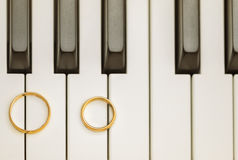 Wedding rings on piano Royalty Free Stock Image