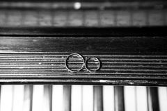 Wedding rings on piano Royalty Free Stock Photography