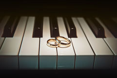 Wedding rings on piano Stock Images