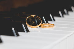Wedding rings piano key Royalty Free Stock Images