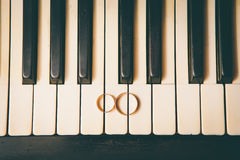 Wedding rings on a piano Royalty Free Stock Photography