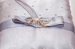 The wedding rings on a pillow Royalty Free Stock Photography