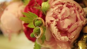 Wedding rings and pink rose bouquet. Wedding rings on a wedding bouquet. Wedding rings on a bouquet of roses. Wedding rings and pink rose bouquet. Wedding rings stock video