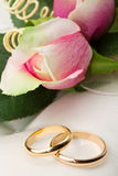 Wedding rings and pink roses Royalty Free Stock Photo
