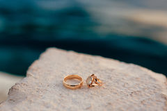 Wedding rings on the rocks near the sea Royalty Free Stock Photo