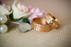 Wedding rings with rose flowers Royalty Free Stock Image