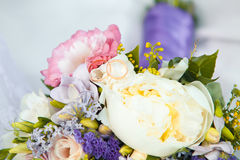 Wedding rings and roses bouquet. Stock Photography