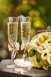 Wedding rings with roses and glasses of champagne Royalty Free Stock Photos