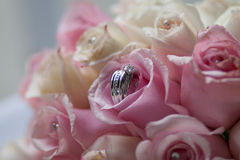 Wedding rings and roses. Pink rose bouquet with wedding rings in center Royalty Free Stock Images
