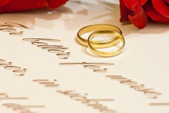 Wedding Rings with roses and vows Royalty Free Stock Photos