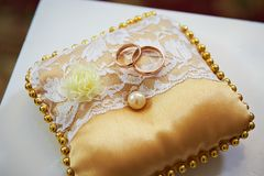 Wedding rings on a satin pillow Royalty Free Stock Photography