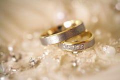 Wedding rings. Shallow dof Royalty Free Stock Photography