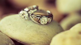 Wedding rings on the stone Royalty Free Stock Photography