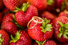 Wedding rings with strawberry Royalty Free Stock Photo