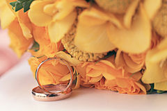 Wedding rings wedding flowers yellow Royalty Free Stock Photo