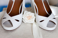 Wedding shoes. With a white rose and ribbon, close up Stock Photography