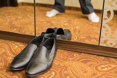 The Wedding shoes. Black mens wedding shoes near the mirror Royalty Free Stock Photo