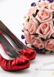 Wedding shoes and a bouquet of flowers Stock Photography