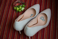 Wedding shoes and bouquet Royalty Free Stock Photography