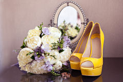 Wedding shoes and bouquet Royalty Free Stock Image