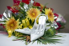 Wedding shoes and flowers Royalty Free Stock Images