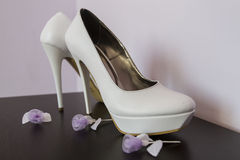 Wedding shoes. With small  purple roses Royalty Free Stock Photography