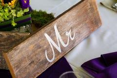 Wedding Sign先生在表上的 图库摄影
