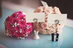 Wedding signs and flowers. Wedding plates and flowers for the bride and groom Stock Images