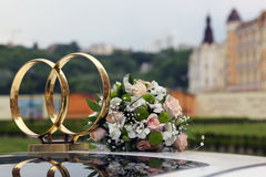 Wedding symbol - two crossed rings on the roof of the car and th Royalty Free Stock Photography