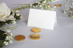 Wedding table. With money, note and flowers Royalty Free Stock Images