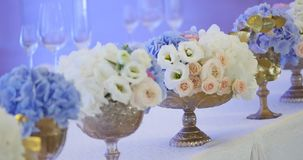Wedding table decoration with flowers, flower decoration wedding table, wedding florist Stock Photography