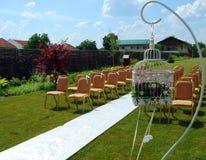 Wedding umgebend mit Stühlen Stockfotografie