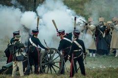 Wederopbouw van de historische slag tussen de de Rus en troepen van Napoleon van de Russische stad van Maloyaroslavets Royalty-vrije Stock Fotografie