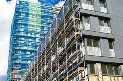 Wederopbouw van de voorgevel van een modern flatgebouw Royalty-vrije Stock Fotografie