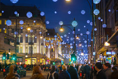 Week-end de Black Friday à Londres la première vente avant Noël Rue d'Oxford Images libres de droits