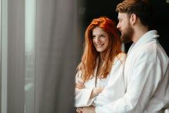 Week-end enhoying de bien-être de beaux couples photos stock