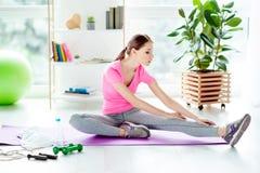 Weeken schlanke dünne Sitzform des Teppichvitalität Wellnesswohls Lizenzfreies Stockfoto