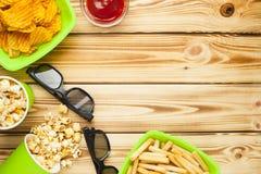 Weekend à la maison, le mode de vie de loisirs, TV, concept d'aliments de préparation rapide Photographie stock