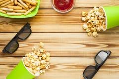 Weekend em casa, o estilo de vida do lazer, tevê, conceito do fast food Fotografia de Stock Royalty Free