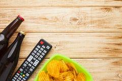 Weekend em casa, o estilo de vida do lazer, tevê, conceito do fast food Imagem de Stock