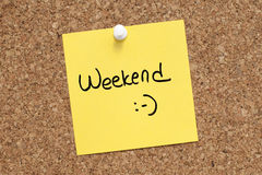 WEEKEND. Note pinned on cork noticeboard Royalty Free Stock Photography