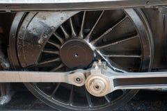 Weel locomotor del tren viejo del vapor cerca para arriba foto de archivo libre de regalías