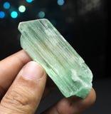 Weelderig Groen hiddenitevar Spodumene Kunzite Kristal stock fotografie