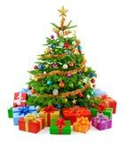 Weelderige Kerstboom met kleurrijke giftdozen Royalty-vrije Stock Foto