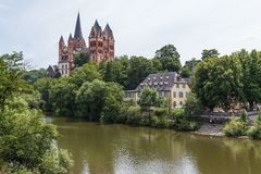 Weergeven aan de Kathedraal van Limburg royalty-vrije stock fotografie