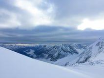 Weergeven aan de Mensu-gletsjer r Altai, Rusland stock afbeeldingen